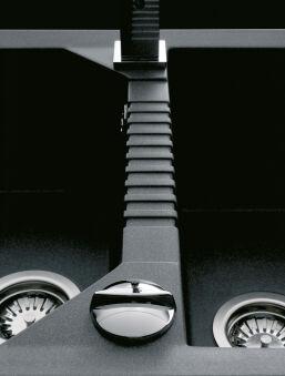 LUISINA - Luisigranit - Soliste - Evier à encastrer Luisina 2 bacs, 1 égouttoir coloris Noirmetal
